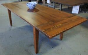 τραπέζι από τάβλες